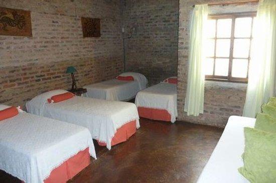 Jasy Hotel : 一階の寝室