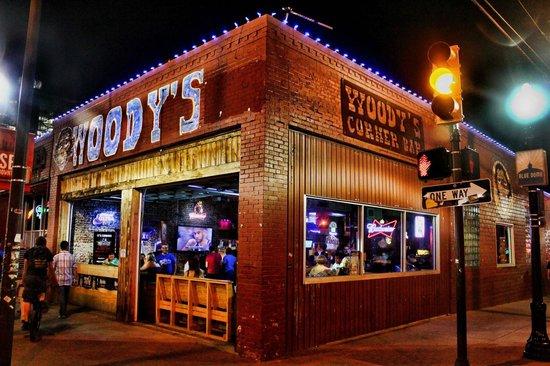 Woody's Corner Bar