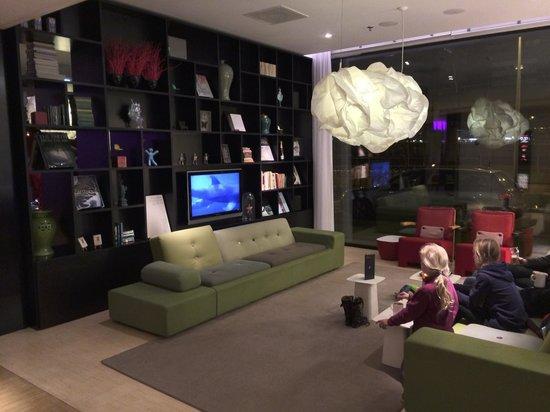 citizenM Schiphol Airport: Communal areas on ground floor