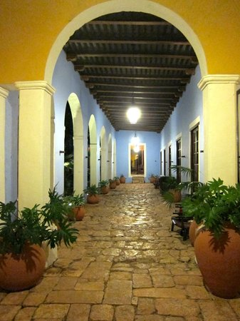 Hacienda Santa Rosa, A Luxury Collection Hotel: the grounds at night