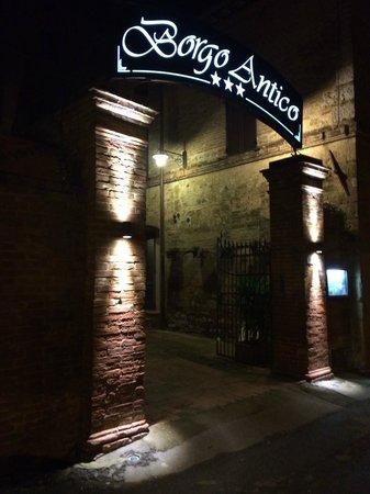 Borgo Antico: Ingresso