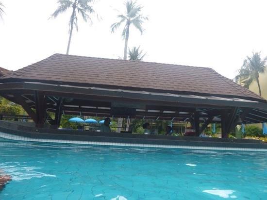 Phuket Marriott Resort & Spa, Merlin Beach: swim up bar