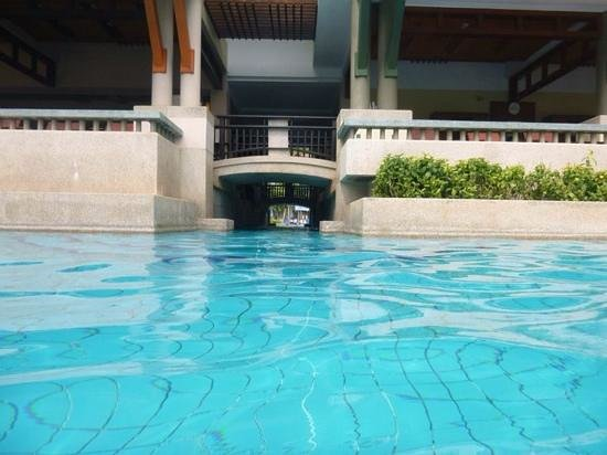Phuket Marriott Resort & Spa, Merlin Beach: canal to pool one