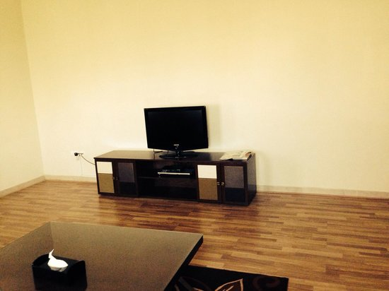Al Waleed Palace Hotel Apartments Oud Metha: TV