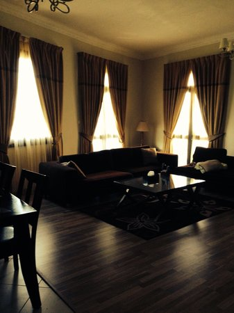 Al Waleed Palace Hotel Apartments Oud Metha: Drawing room