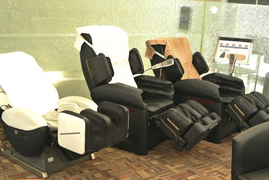 Dotonbori Hotel : massage chairs
