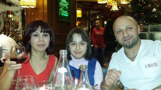 Eurostars Panorama Hotel: Aqui estamos en un retaurante taverna en fin de año con una familia magnífica de Vic Barcelona.