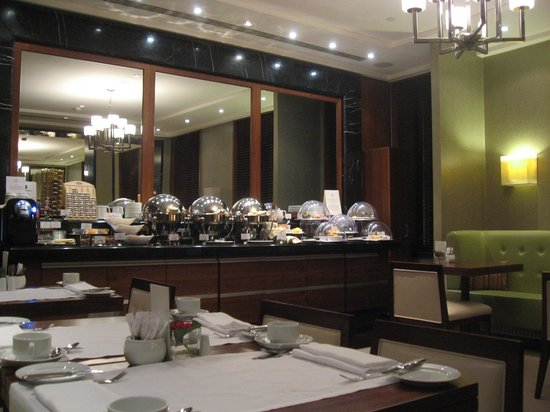 Corinthia Hotel St. Petersburg : buffet club Lounge
