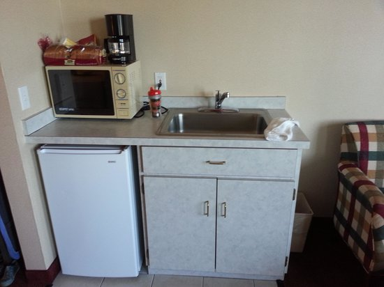 MorningGlory Hotel, Resort & Suites: Kitchen