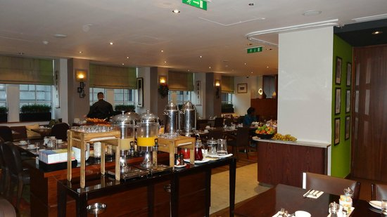 Crowne Plaza London - The City : 朝食会場。 Chainese Cricket Club