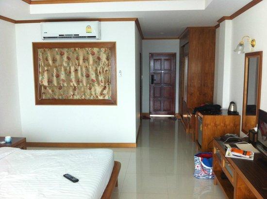 Tri Trang Beach Resort: Стандартный номер в день заезда.