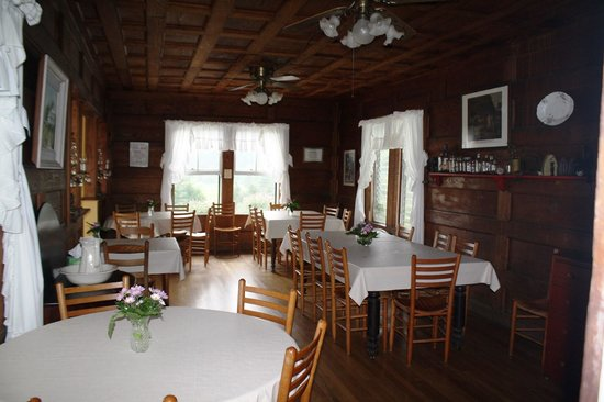 Pines Country Inn: The dining room where yummy food is served.
