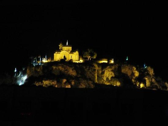 Jacaranda Hotel Apts : Ночью вид из номера