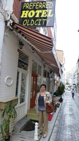 Historical Preferred Hotel Old City: отель на улице сувенирных магазинов