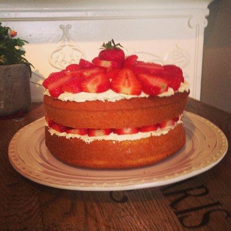 The Snug: Delicious homemade cakes using local free range eggs