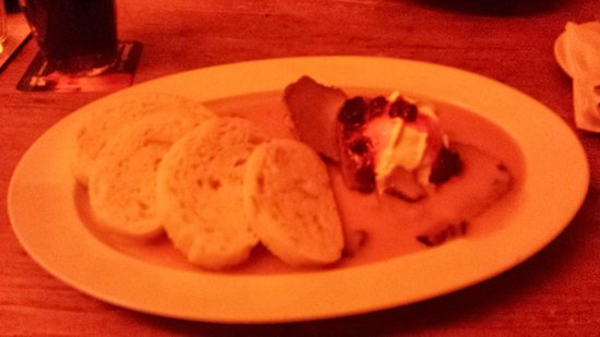 Matylda restaurant : Beef medallions with cream sauce and potato bread.