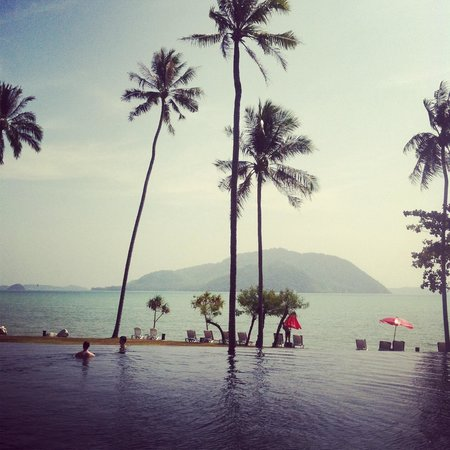 The Vijitt Resort Phuket: Negative edge pool