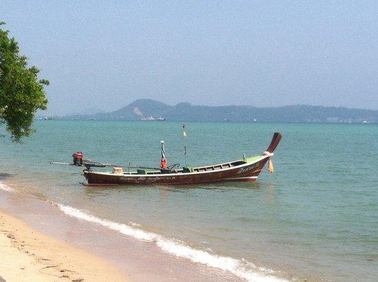 The Vijitt Resort Phuket : The beach alongside the hotel