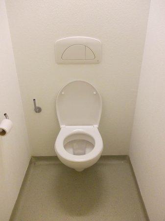 ibis budget Málaga Centro: WC  claustrofobico