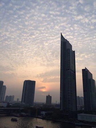 Shangri-La Hotel,Bangkok : Sunset from the room