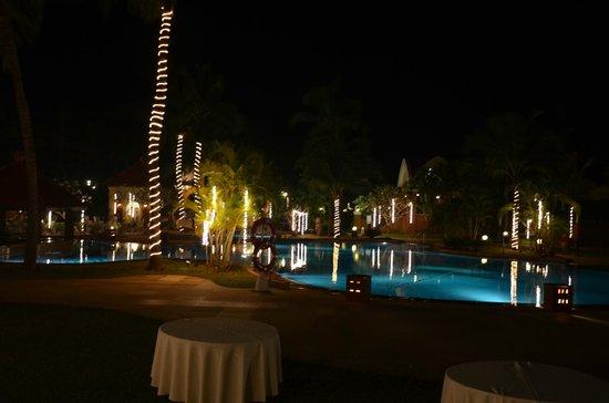 Caravela Beach Resort: View of the Pool