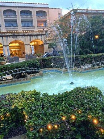 Corinthia Palace Hotel: le jardin de l'entrée