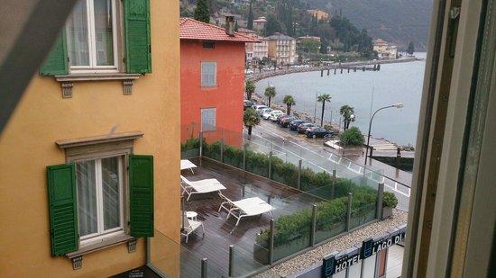 Hotel Lago di Garda: View from the bathroom