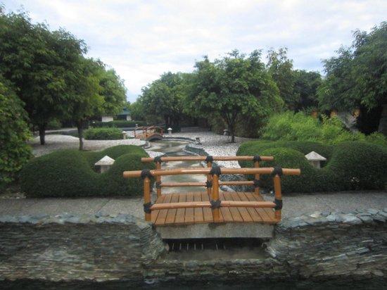 Plantation Bay Resort And Spa: inside mogambo springs