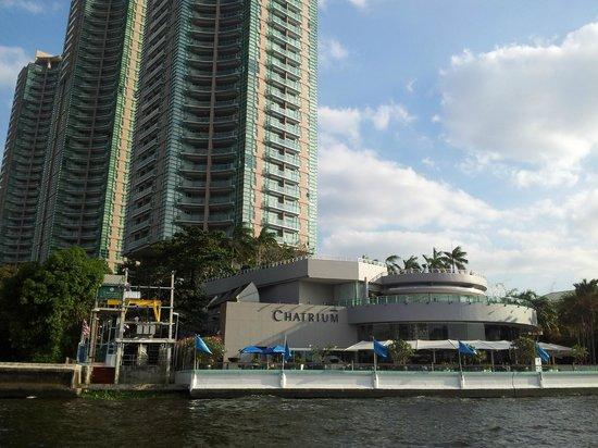 Chatrium Hotel Riverside Bangkok: Hotel vom River aus