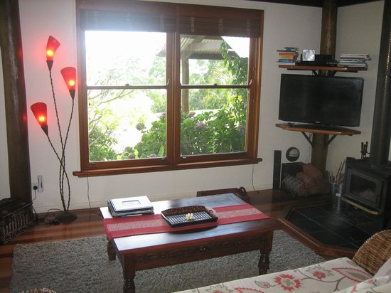 Montville Misty View Cottages: Lounge room Balinese Cottage