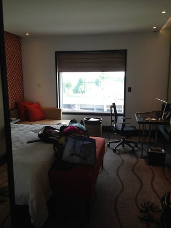 Sama-Sama Hotel KL International Airport : room on the 8th floor overlooking KLIA terminal