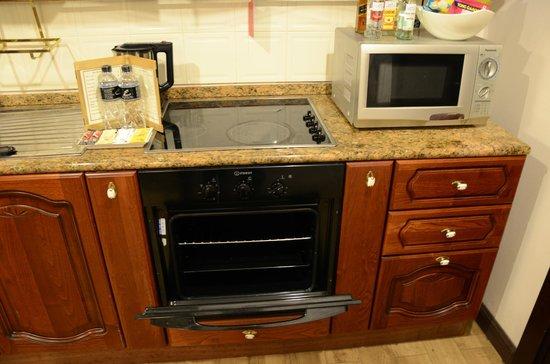Four Seasons Place: kitchen