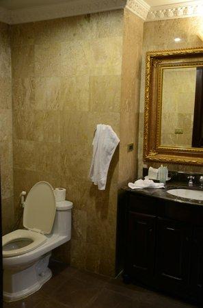 Four Seasons Place: small bathroom