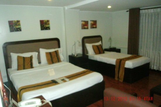 The Oasis Paco Park Hotel: Bedroom Pic 2