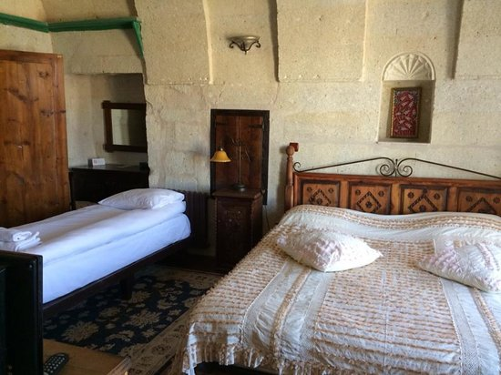 Sultan Cave Suites: inside our room