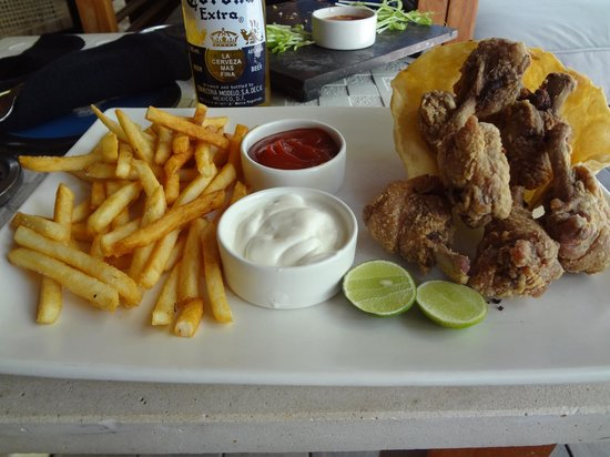 Mirihi Island Resort: Foot at the bar for lunch
