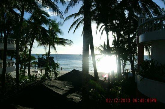Nigi Nigi Too Beach Resort: Obstructed ocean views