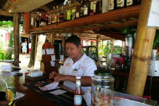 Nigi Nigi Too Beach Resort: The Bar/Restaurant area