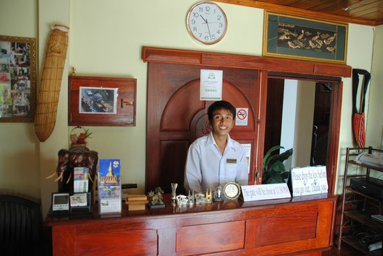Phone Praseuth Guesthouse: Helpfull Staff and Reception