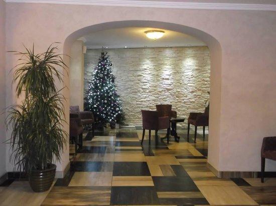 Belgrade City Hotel: Reception lobby