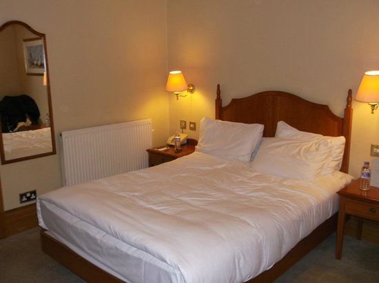 Hilton Puckrup Hall, Tewkesbury: small bed