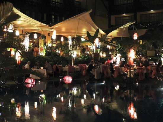Victoria Angkor Resort & Spa : Beautiful Christmas Eve Gala by the pool