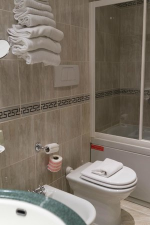 Holiday Inn Rimini Imperiale: バスルーム