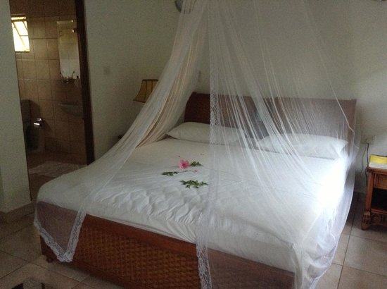 Le Surmer Self-Catering Chalets : bedroom