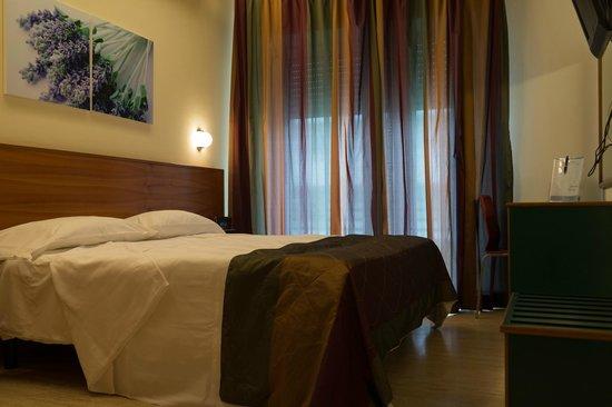 Astoria Suite Hotel : ベッドルーム