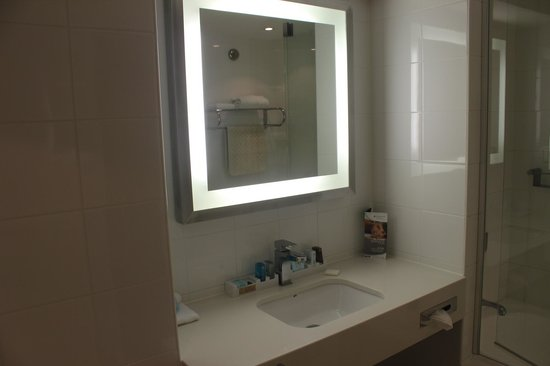 Novotel Brisbane: mirror in bathroom