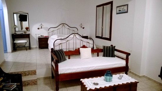 Villa Notos : Beautiful and spacious suite.