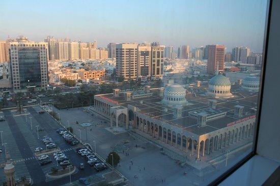 Cristal Hotel Abu Dhabi : Blick aus dem 12. Stock in unserem Zimmer