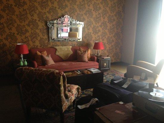 The Redbury Hollywood: Lounge area
