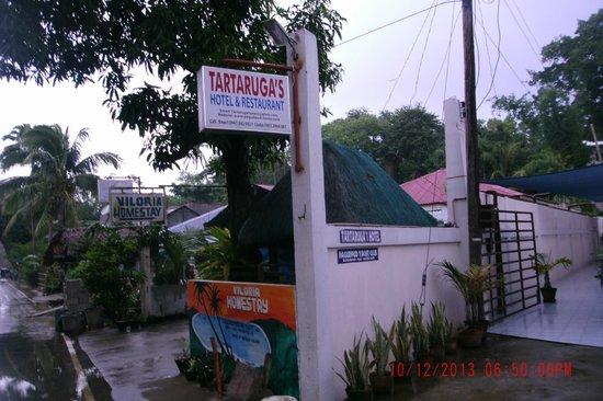 Tartaruga's Hotel and Pagudpud Yacht Club Restaurant: Front Entrance to Tararugas